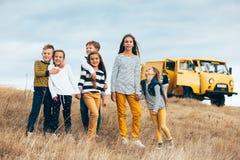 Niños de la moda en campo del otoño Fotografía de archivo