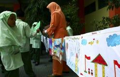 NIÑOS DE LA POBLACIÓN DE INDONESIA Imagen de archivo libre de regalías