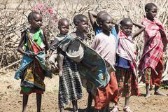 Niños de la tribu de Massai en Tanzania imagen de archivo