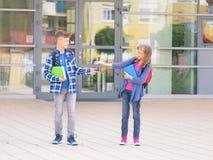 Niños de nuevo a escuela Imagen de archivo libre de regalías