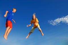 Niños de salto Foto de archivo libre de regalías