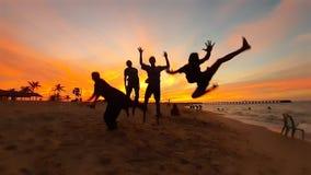 Niños del salto fotos de archivo libres de regalías