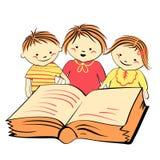Niños del vector que leen un libro Foto de archivo libre de regalías