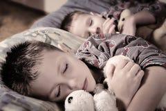 Niños dormidos Imagen de archivo libre de regalías