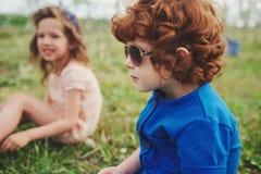 Niños elegantes lindos en parque del verano Fotografía de archivo libre de regalías