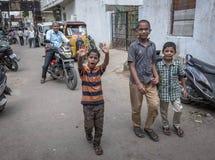 Niños en área pobre de la ciudad en la India Fotografía de archivo