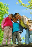 niños en bosque Imágenes de archivo libres de regalías