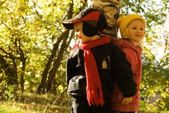 Niños en caminata Imágenes de archivo libres de regalías