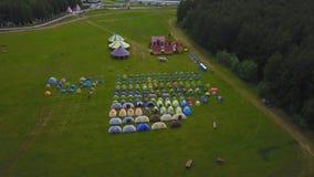 Niños en campo del ` s de los niños de las vacaciones campo aeial del ` s de los niños Foto de archivo