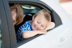 Niños en coche Imagenes de archivo