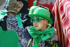 Niños en desfile del día de San Patricio Imágenes de archivo libres de regalías