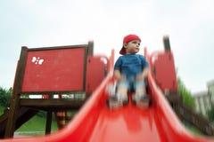 Niños en diapositiva Fotos de archivo libres de regalías