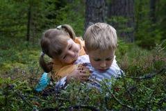 Niños en el bosque Imagen de archivo libre de regalías