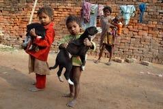Niños en el Brickfield en la India Imagen de archivo
