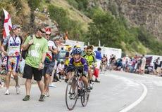 Niños en el camino del Tour de France del Le Foto de archivo