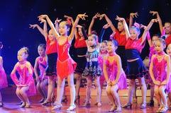 Niños en el funcionamiento de la danza Imagen de archivo libre de regalías