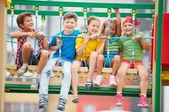 Niños en el oscilación Fotos de archivo libres de regalías
