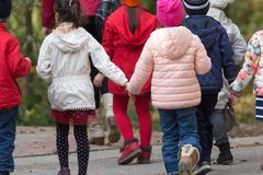 Niños en el parque para un paseo Fotografía de archivo libre de regalías