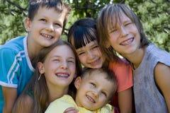 Niños en jardín Foto de archivo libre de regalías