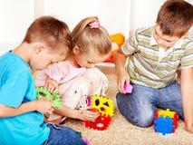 Niños en jardín de la infancia. Foto de archivo