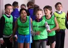 Niños en la competición del atletismo de IAAF Kidâs Foto de archivo