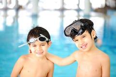 Niños en la piscina, felicidad Imágenes de archivo libres de regalías