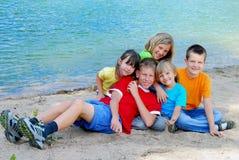 Niños en la playa Imagenes de archivo