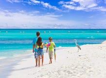 Niños en la playa tropical Foto de archivo libre de regalías