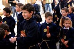 Niños en la procesión de Pascua. Jerez, España Imagen de archivo