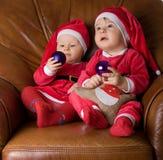 Niños en la ropa de Papá Noel Fotografía de archivo