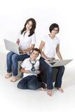 Niños en los ordenadores Imagenes de archivo
