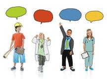 Niños en los sueños Job Uniform con las burbujas del discurso Fotografía de archivo libre de regalías