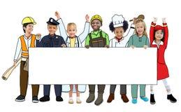 Niños en los sueños Job Uniform Holding Banner Fotos de archivo libres de regalías