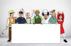 Niños en los sueños Job Uniform Holding Banner Fotografía de archivo libre de regalías