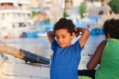 Niños en Nile River foto de archivo