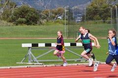 Niños en raza de los deportes