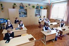 Niños en sala de clase Fotografía de archivo