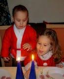 Niños en trajes de la Navidad Imagen de archivo libre de regalías