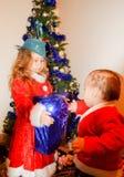 Niños en trajes de la Navidad Foto de archivo