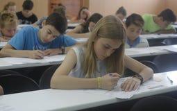 Niños en un examen Imágenes de archivo libres de regalías
