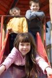 Niños en un patio Fotografía de archivo