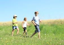 Niños en viaje fotos de archivo