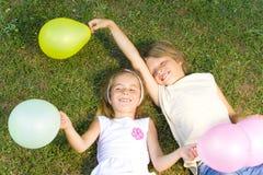 Niños felices con los globos Imagenes de archivo