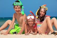 Niños felices con los tubos respiradores Imagen de archivo libre de regalías