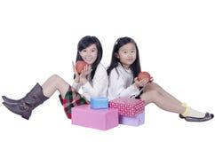 Niños felices con una manzana Fotos de archivo libres de regalías