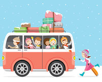Niños felices de viajar en autobús Fotos de archivo libres de regalías