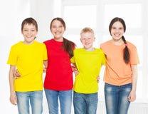 Niños felices del grupo en escuela Fotos de archivo libres de regalías