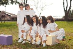 Niños felices en blanco Foto de archivo libre de regalías
