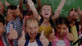 Niños felices en la sala de clase rodeada por la animación de los símbolos de las matemáticas