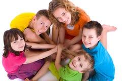 Niños felices en un círculo Foto de archivo libre de regalías